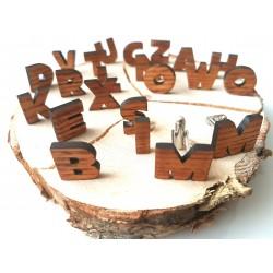 Medinės sąsagos su raidėmis